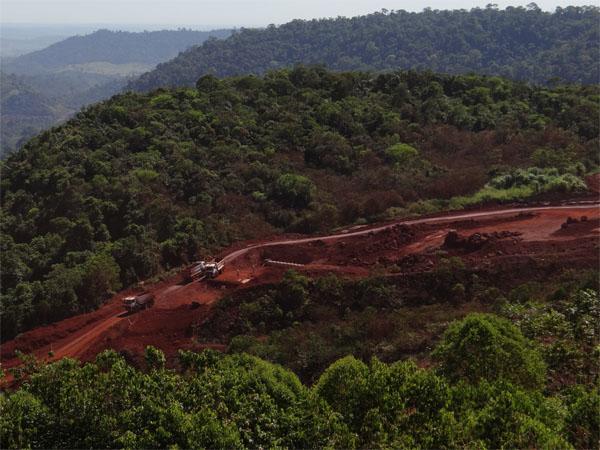 Bolsonaro estuda reeditar decreto de Temer que permite explorar minério em reserva da Amazônia