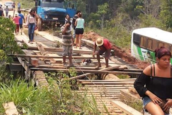 Moradores recuperam ponte na BR-319 no AmazonasDivulgação/Movimento BR-319