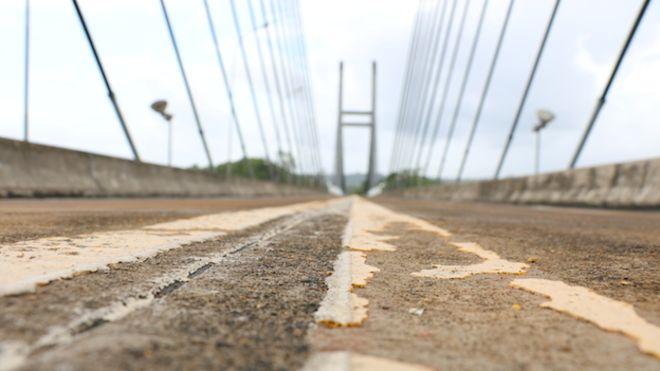 Ponte sobre rio Oiapoque foi terminada há quatro anos, mas ainda está fechada