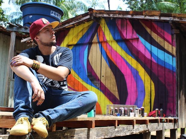 Sebá Tapajos se inspira no movimento do rio para fazer grafite nas casas de ribeirinhos do Pará (Foto: Divulgação / Sebá Tapajós)