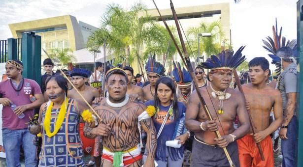 Indigenas-em-manifestacao-em-brasilia-03-10-13
