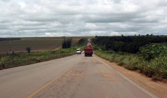 BR-163, na região Diamantino, em Mato Grosso; uma das principais estradas da região, rodovia não foi pavimentada em seu trecho paraense