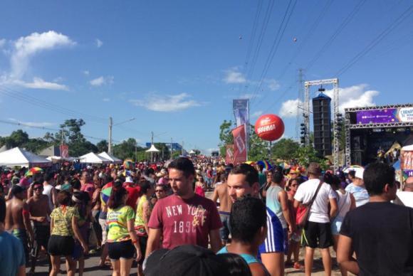 Multidão espera pelo Galo de Manaus na Avenida das Torres no último dia de carnavalBianca Paiva/Agência Brasil