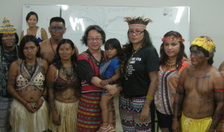 Relatora da ONU com representantes das comunidades indígenas do Tapajós