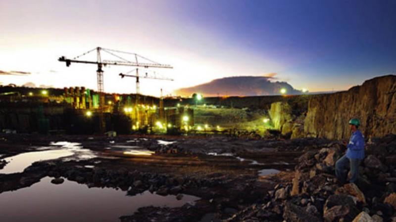 Obras da Usina de Santo Antônio, em Rondônia: atualmente, 38 das 50 turbinas construídas estão em funcionamento