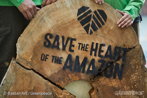 Protesto na sede da Siemens na Alemanha (©Bastian Arlt/Greenpeace)