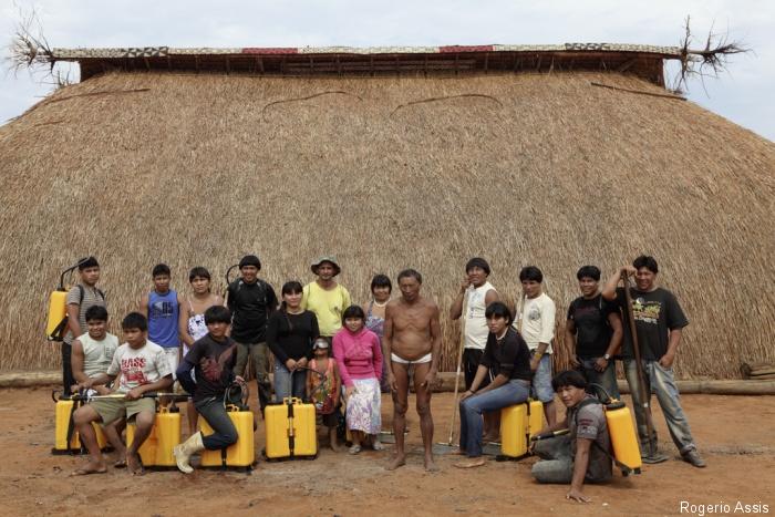 Brigada da aldeia Pyulaga, dos Waurá, no Parque Indígena do Xingu Rogerio Assis