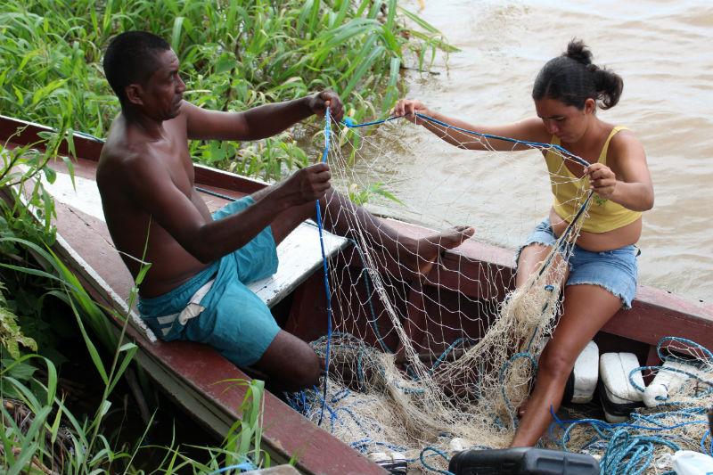 Quilombolas vivem da pesca no rio Amazonas, onde deve ser construído o porto.  Foto: Mikaell Carvalho/Repórter Brasil