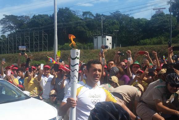 O sargento da Companhia de Operações Especiais da Polícia Militar Laércio Estumano carregou a Tocha Olímpica em Manaus e representou a Força Nacional de SegurançaBianca Paiva/Agência Brasil