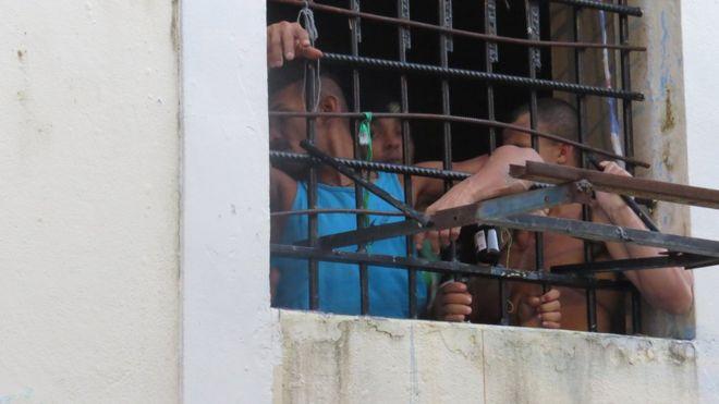 Presos na cadeia pública Raimundo Vidal Pessoa pedem transferências por medo de vingança de inimigos a qualquer instante