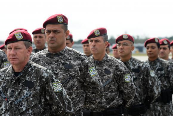 Segundo a Força Aérea Brasileira, os primeiros dos 100 agentes que vão participar da operação desembarcaram em Manaus perto das 5h (horário de Brasília, 3h no Amazonas) Tomaz Silva/Agência Brasil