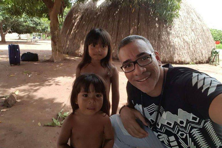 """""""Eu vi quanto o índio depende da floresta"""", diz o carnavalesco Cahê Rodrigues"""