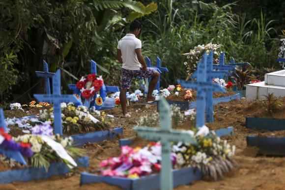 Quadra 34 do Cemitério Parque Tarumã, onde estão enterrados os detentos mortos na rebelião do Complexo Penitenciário Anísio Jobim Marcelo Camargo/Agência Brasil