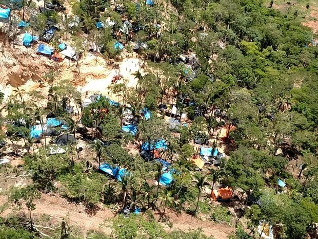 Na primeira invasão, em setembro de 2015, garimpo chegou a ter 8 mil pessoas (Foto: Divulgação/PM)